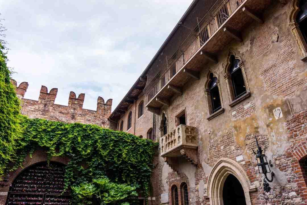 The famous balcony of Romeo and Juliet in Verona, Italy . Juliet's balcony